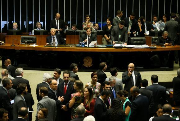 Câmara tem sessão extraordinária hoje para votar MPs que trancam a pauta.